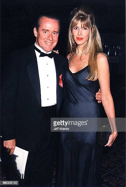 Phil Hartman his wife Brynn at an HBO event in 1998