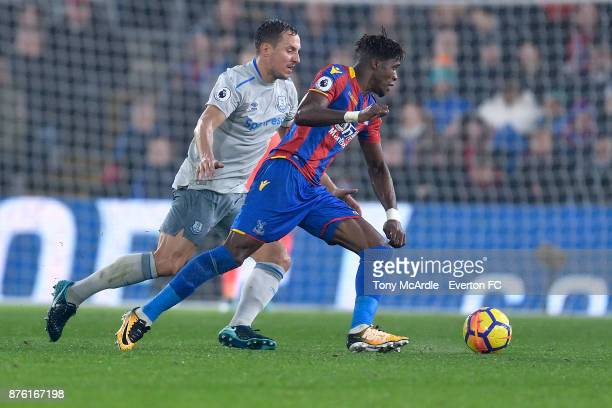 Phil Jagielka of Everton and Wilfried Zaha challenge for the ball during the Premier League match between Crystal Palace and Everton at the Selhurst...