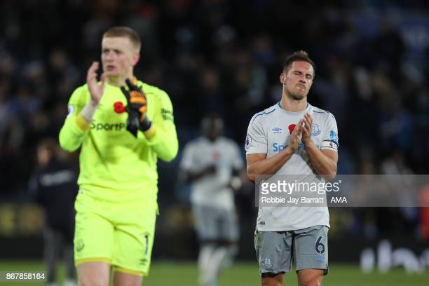 Phil Jagielka of Everton dejected at full time during the Premier League match between Leicester City and Everton at The King Power Stadium on...