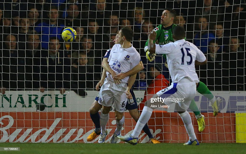 Phil Jagielka of Everton scores his team's second goal to make the score 1-2 during the FA Cup with Budweiser Fifth Round match between Oldham Athletic and Everton at Boundary Park on February 16, 2013 in Oldham, England.