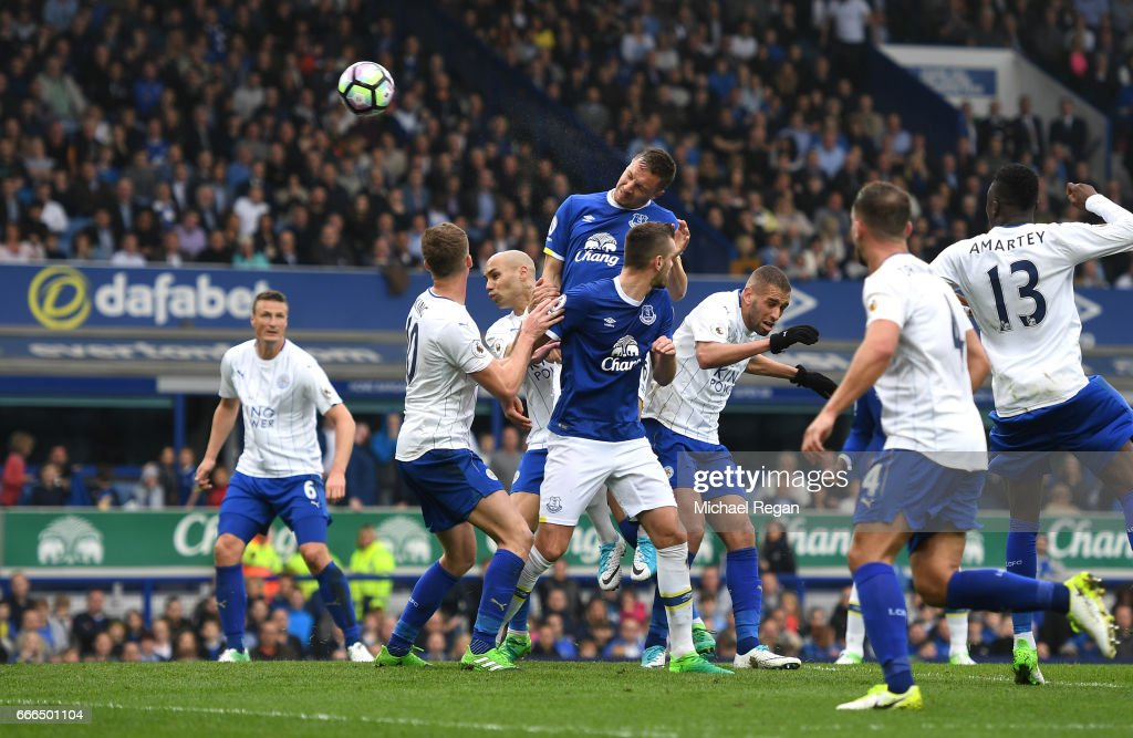 Phil Jagielka of Everton scores his team's third goal during the Premier League match between Everton and Leicester City at Goodison Park on April 9, 2017 in Liverpool, England.