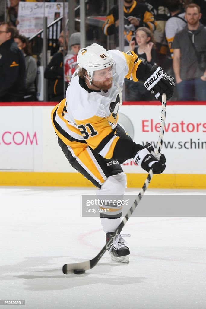 Phil Kessel #81 of the Pittsburgh Penguins warms up prior to the game against the New Jersey Devils at Prudential Center on March 29, 2018 in Newark, New Jersey.