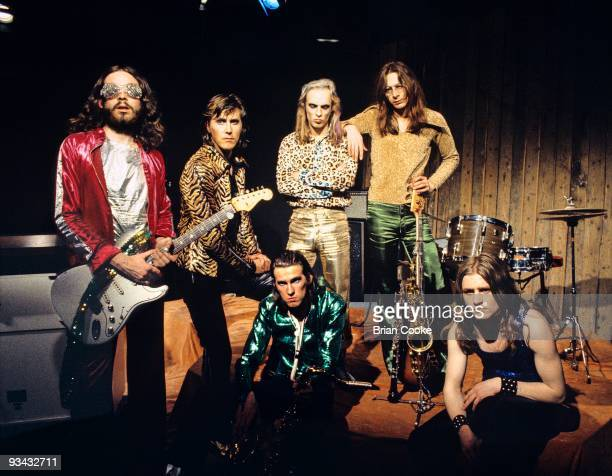 Phil Manzanera Bryan Ferry Andy Mackay Brian Eno Rik Kenton and Paul Thompson of Roxy Music pose for a group portrait at the Royal College Of Art...