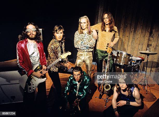 Phil Manzanera Bryan Ferry Andy Mackay Brian Eno Rik Kenton Paul Thompson Roxy Music posed group shot at the Royal College Of Art video studio in...