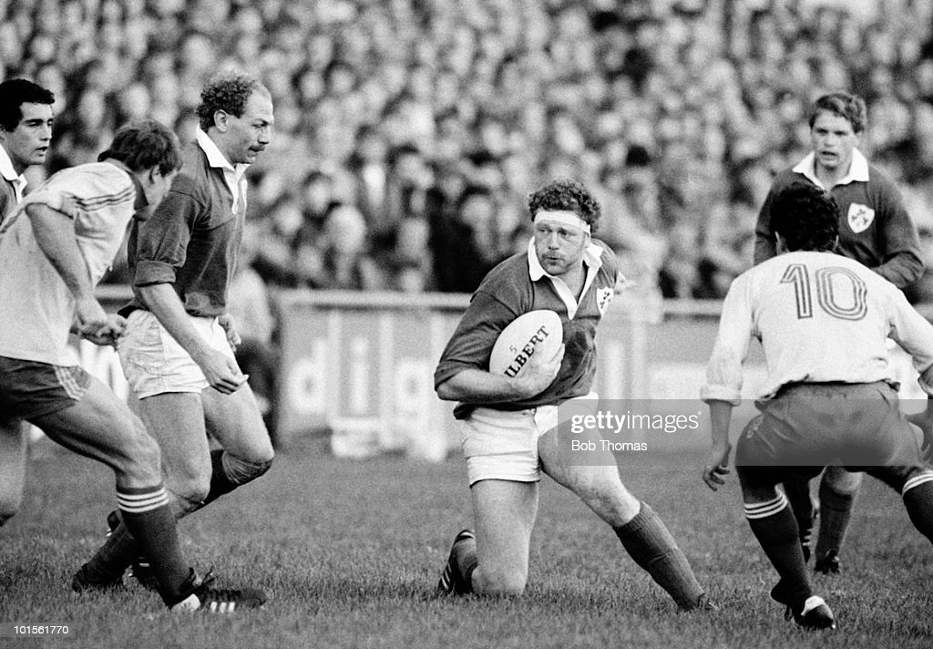 Phil Matthews of Ireland in action against Romania during their Rugby Union International match held at Lansdowne Road, Dublin on 1st November 1986. Ireland beat Romania 60-0. (Bob Thomas/Getty Images).