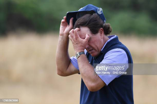 Phil Mickelson can't hide his frustration