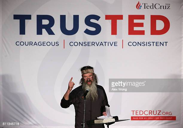 Phil Robertson of TV show Duck Dynasty speaks during a campaign event of Republican presidential candidate Sen Ted Cruz February 19 2016 in...