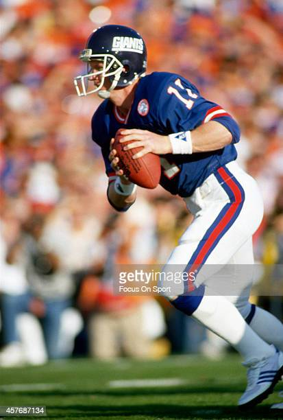 Phil Simms of the New York Giants in action against the Denver Broncos during Super Bowl XXI on January 26 1987 at the Rose Bowl in Pasadena...
