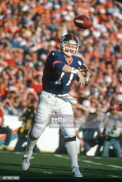 Phil Simms of the New York Giants throws a pass against the Denver Broncos during Super Bowl XXI on January 26 1987 at the Rose Bowl in Pasadena...