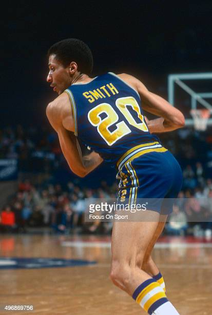 Phil Smith of the Golden State Warriors in action against the Washington Bullets during an NBA basketball game circa 1977 at the Capital Centre in...