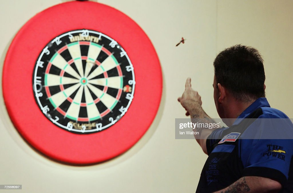 2005 Ladbrokes World Darts Championship : News Photo