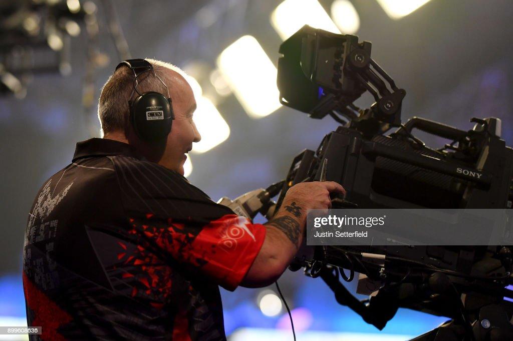 2018 William Hill PDC World Darts Championships - Day Thirteen : News Photo