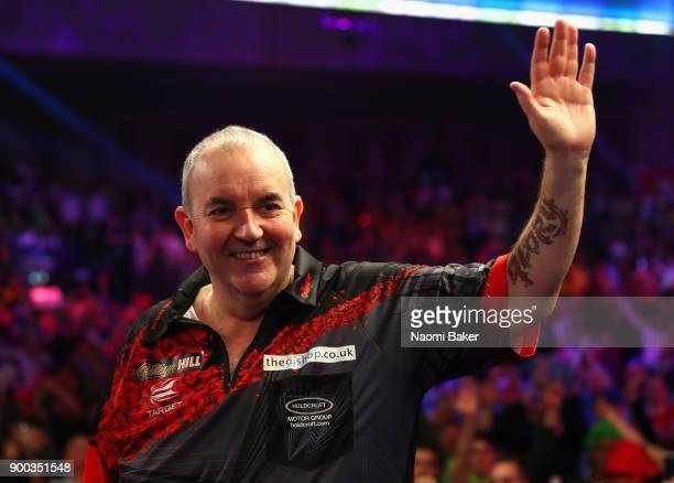 Phil Taylor of England shows his appreciation to the crowd after he loses the PDC World Darts Championship final against Rob Cross of England on Day...