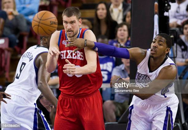 Philadelphia 76ers center Spencer Hawes battles Sacramento Kings power forward Jason Thompson for a rebound in an NBA basketball game at Sleep Train...