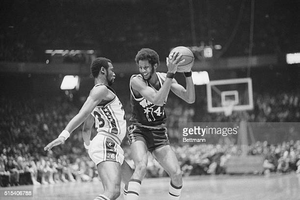Philadelphia 76ers forward Joe Bryant bumps Golden State Warrior forward Jamaal Wilkes during a game at the Spectrum Sports Arena in Philadelphia...