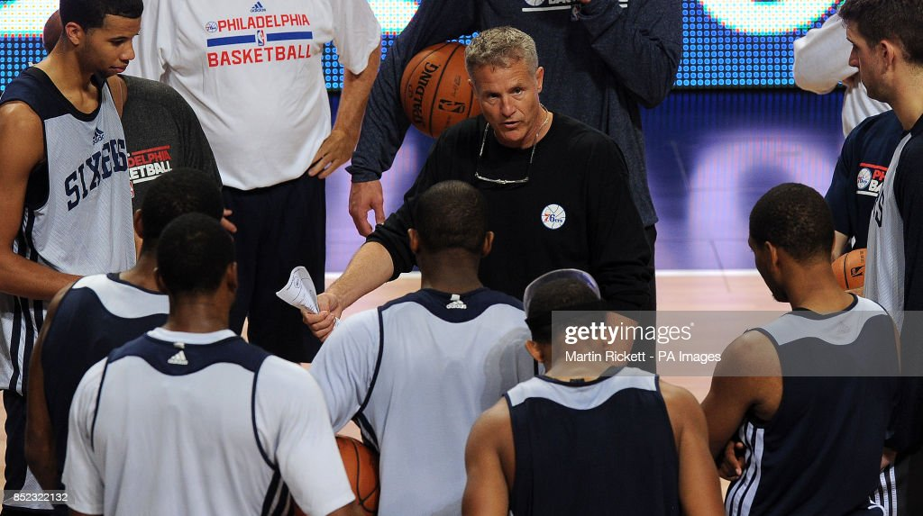 Philadelphia 76ers head coach Brett Brown (centre) talks to his players, during the practice session at the Phones4 u Arena, Manchester.