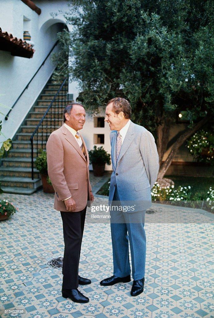Frank Sinatra and Richard Nixon : News Photo