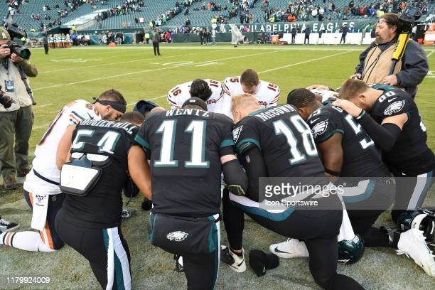 Philadelphia Eagles and Chicago Bears pray during the game between the Chicago Bears and the Philadelphia Eagles on November 3 2019 at Lincoln...