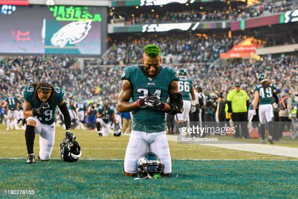 Philadelphia Eagles Cornerback Jalen Mills prays during the game between the Dallas Cowboys and the Philadelphia Eagle on December 22 at Lincoln...
