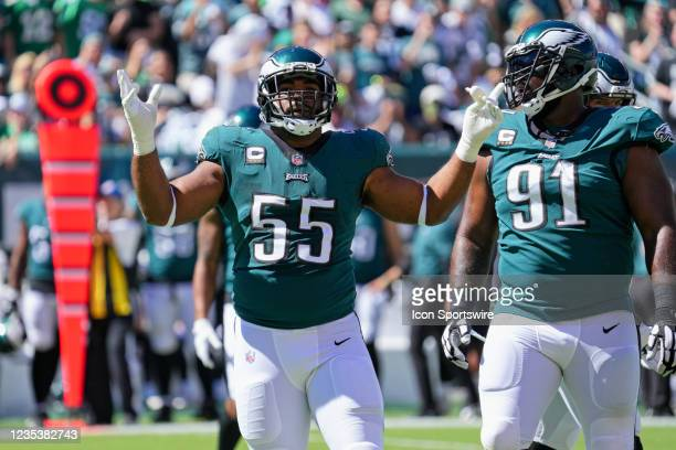 Philadelphia Eagles defensive end Brandon Graham waves to the crowd during the game between the Philadelphia Eagles and the San Fransisco 49ers on...