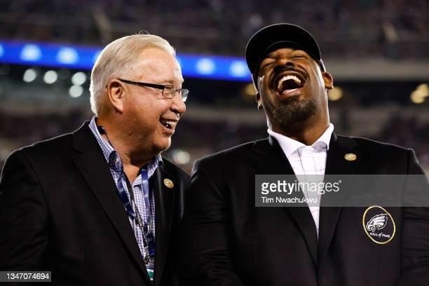 Philadelphia Eagles Hall of Fame members Ron Jaworski and Donovan McNabb laugh during a game between the Philadelphia Eagles and the Tampa Bay...