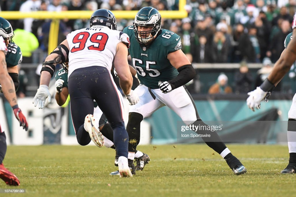 Eagles claim one of their former offensive tackles off
