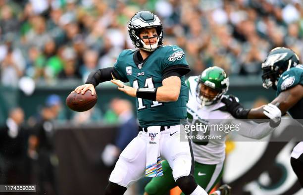 Philadelphia Eagles Quarterback Carson Wentz throws a pass in the first half during the game between the New York Jets and Philadelphia Eagles on...
