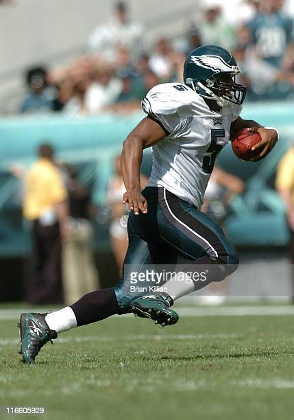 Philadelphia Eagles quarterback Donovan McNabb runs from the pocket against the New York Giants on Sunday, September 17, 2006 at Lincoln Financial...