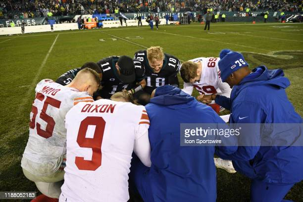 Philadelphia Eagles Quarterback Josh McCown leads the after game prayer circle during the game between the New York Giants and the Philadelphia...