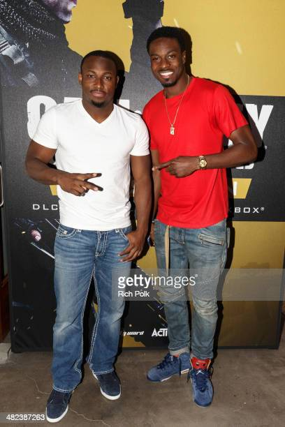 Philadelphia Eagles Running Back LaSean McCoy Goes HeadToHead Against AllPro Receiver AJ Green Of The Cincinatti Bengals On Xbox One In The Call Of...