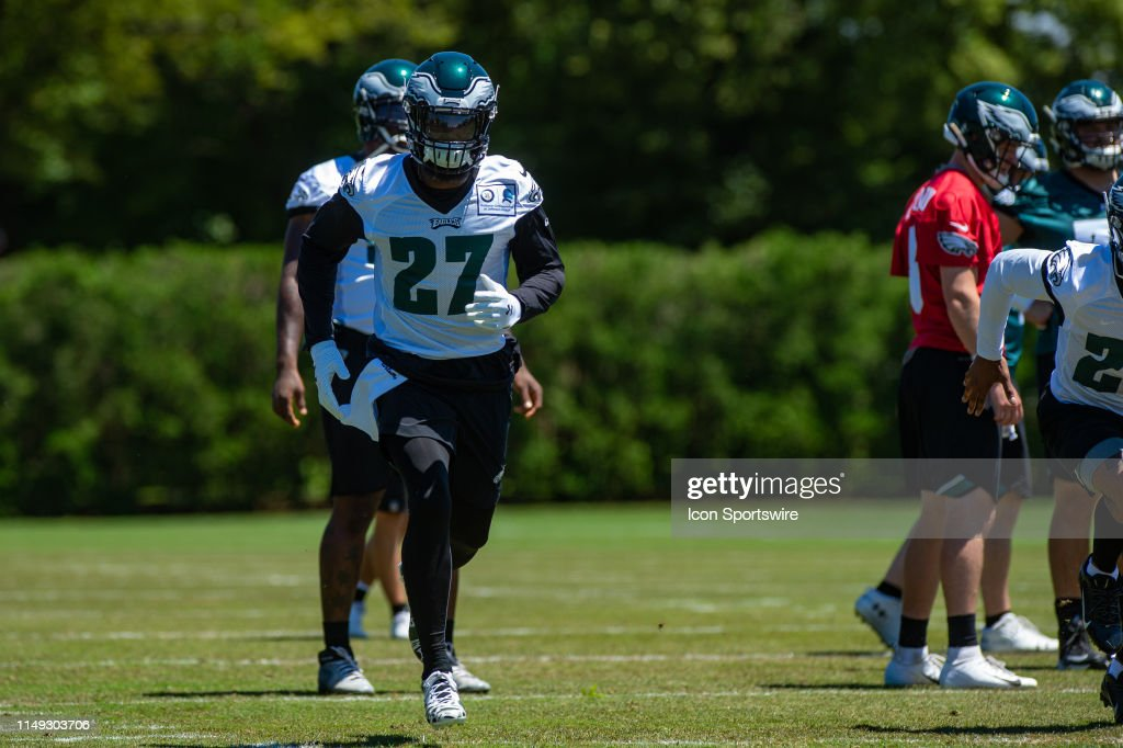 Philadelphia Eagles strong safety Malcolm Jenkins warms up during