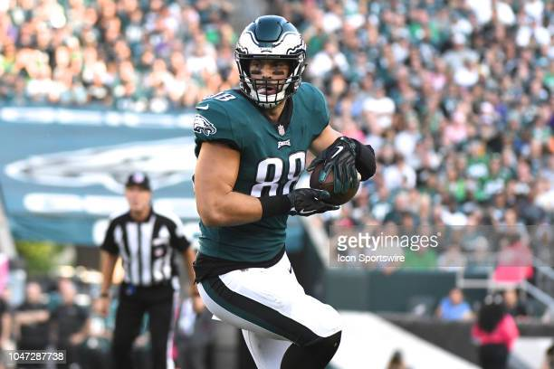 Philadelphia Eagles Tight End Dallas Goedert runs the ball during the football game between the Minnesota Vikings and the Philadelphia Eagles on...
