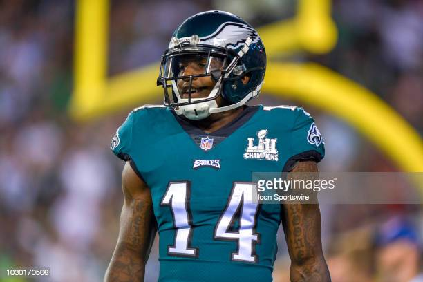 Philadelphia Eagles wide receiver Mike Wallace warms up before the NFL game between the Atlanta Falcons and the Philadelphia Eagles on September 06...