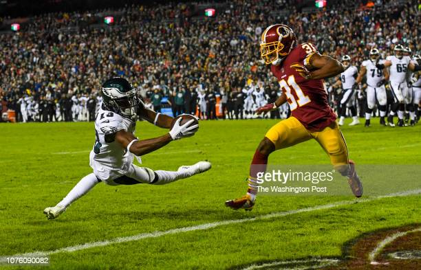 Philadelphia Eagles wide receiver Nelson Agholor stretches the ball over the goal line in front of Washington Redskins cornerback Fabian Moreau in...