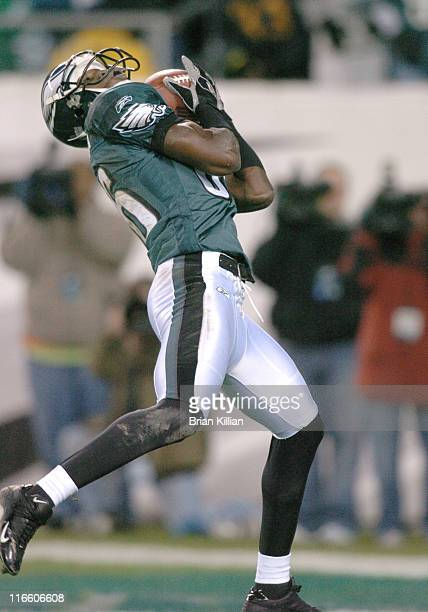 Philadelphia Eagles wide receiver Reggie Brown catches a pass for a touchdown in the first quarter against the Washington Redkins on Sunday, January...