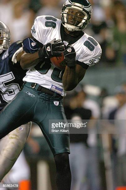 Philadelphia Eagles wide receiver Reggie Brown catches a touchdown pass in the 4th quarter against the Dallas Cowboys on Sunday, October 8, 2006 at...