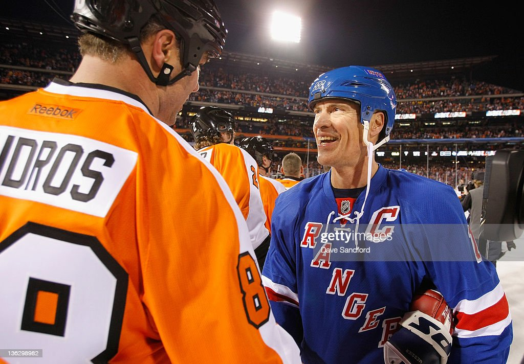 Philadelphia Flyers alumni Eric Lindros #88 and alumni Mark Messier #11 of the New York Rangers shake hands after playing in the Alumni game prior to the 2012 Bridgestone NHL Winter Classic at Citizens Bank Park on December 31, 2011 in Philadelphia, Pennsylvania.