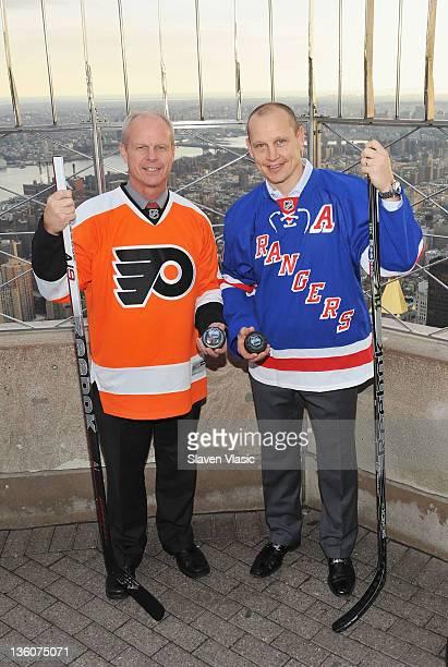 Philadelphia Flyers alumnus Mark Howe and New York Rangers alumnus Adam Graves visit The Empire State Building on December 22 2011 in New York City