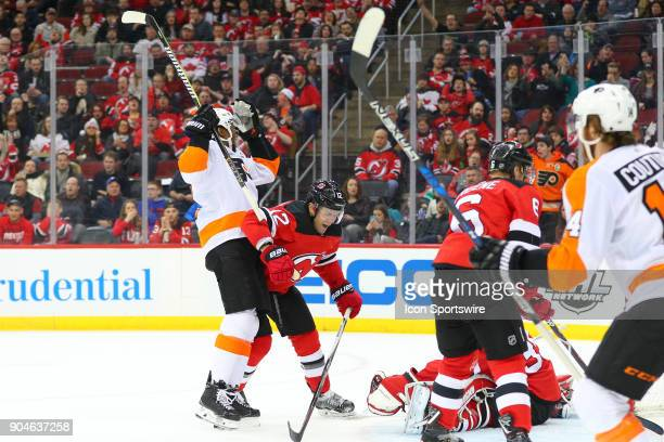 Philadelphia Flyers right wing Wayne Simmonds celebrates the goal by Philadelphia Flyers center Claude Giroux during the second period of the...