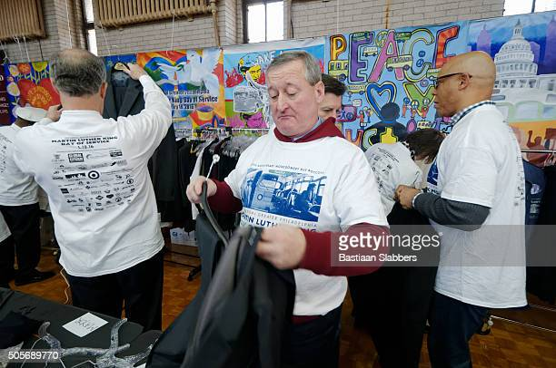 philadelphia mayor jim kenney volunteers for mlk day of service - mayor stock pictures, royalty-free photos & images