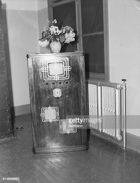 1935 Philadelphia PA Philo T Farnsworth's combination television and radio receiver Mr Farnsworth believes that this device will be ready for home...