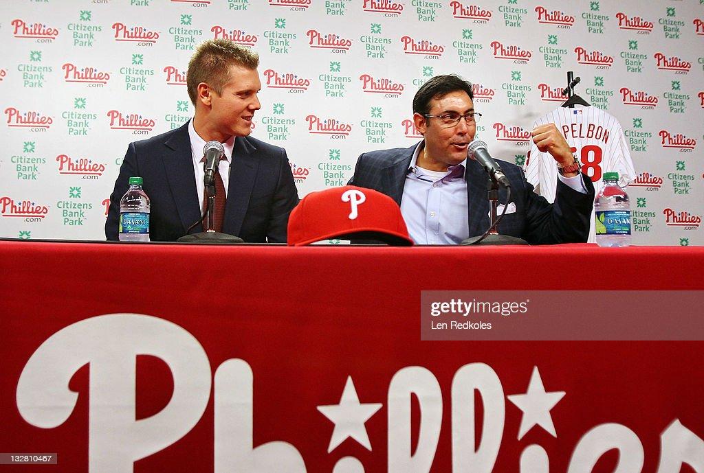 Philadelphia Phillies general manager Rubin Amaro Jr. (R)and Jonathan Papelbon of the Philadelphia Phillies discuss Papelbon's four-year, $50,000,058 contract, at Citizens Bank Park on November 14, 2011 in Philadelphia, Pennsylvania.