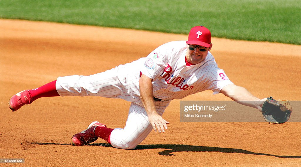 Philadelphia Phillies Jim Thome makes a diving catch on a ground ball hit by Atlanta Braves Adam LaRoche in the 4th inning Saturday, July 10, 2004 in Philadelphia.