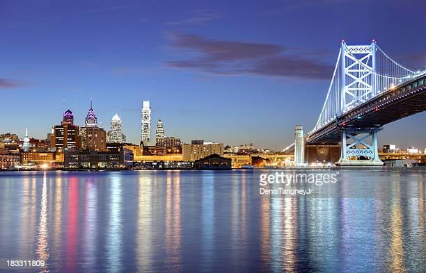 skyline von Philadelphia und die Ben Franklin Bridge