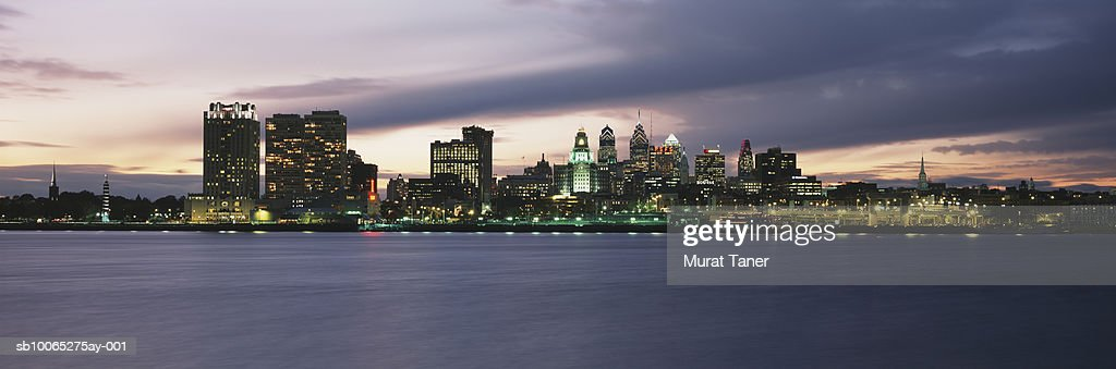 Philadelphia skyline at night : Foto stock