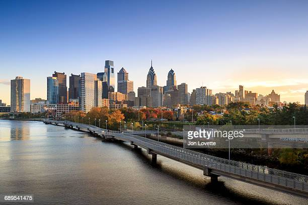 philadelphia skyline - pennsylvania stock pictures, royalty-free photos & images
