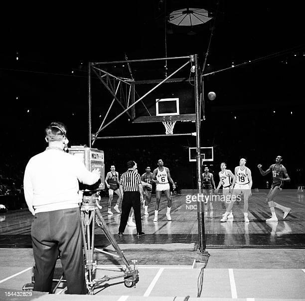 ' Philadelphia Warriors v NY Knicks' Pictured #11 Paul Arizin #14 Woody Sauldsberry #6 Willie Naulls #5 Guy Rodgers #5 Jack George #19 Ray Felix #13...