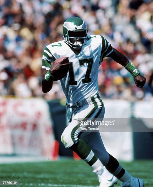 Philadelphia wide receiver Harold Carmichael heads upfield in the Eagles 2714 win over the Gren Bay Packers at Lambeau Field in Green Bay Wisconsin...