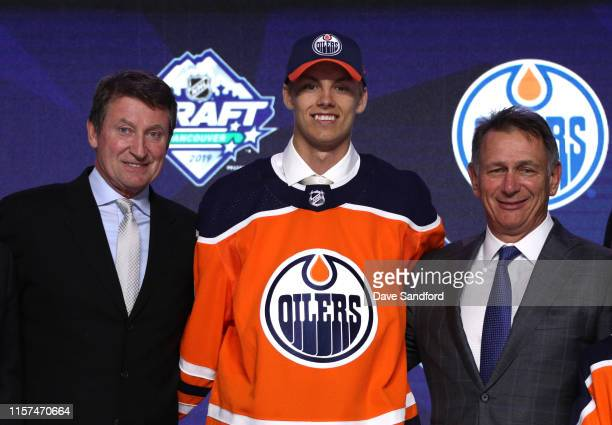 Philip Broberg eighth overall pick of the Edmonton Oilers poses for a group photo onstage with Wayne Gretzky and general manager Ken Holland during...