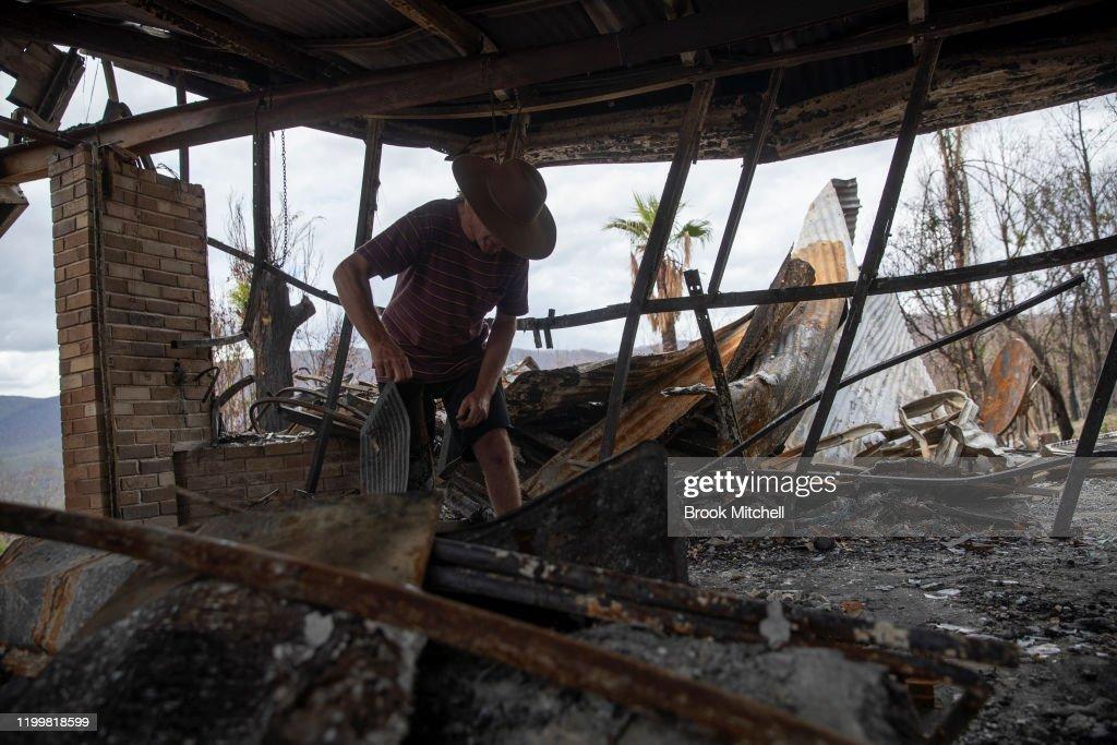 Wytaliba and Torrington Communities Start To Rebuild Following Devastating Bushfires : News Photo